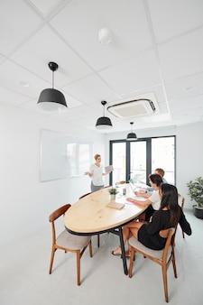 Seminário de negócios no escritório