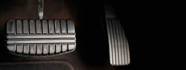 Sempre verifique os freios e o acelerador do veículo antes de fazer uma longa viagem para garantir a segurança do motorista.