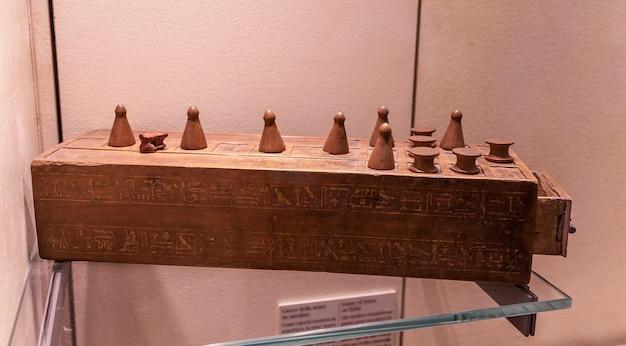 Senet é um dos jogos de tabuleiro mais antigos conhecidos, 3.500 ac este é o pai do jogo de xadrez.