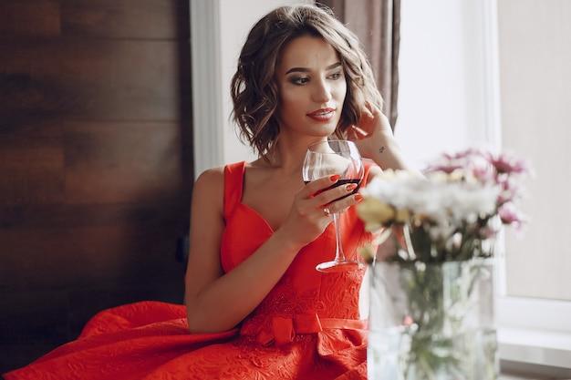Senhora com vinho