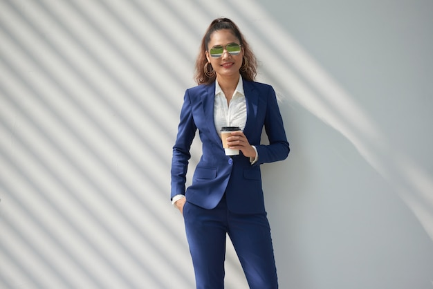 Senhora de negócios elegante