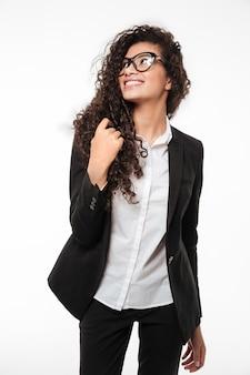 Senhora de negócios muito africano usando óculos