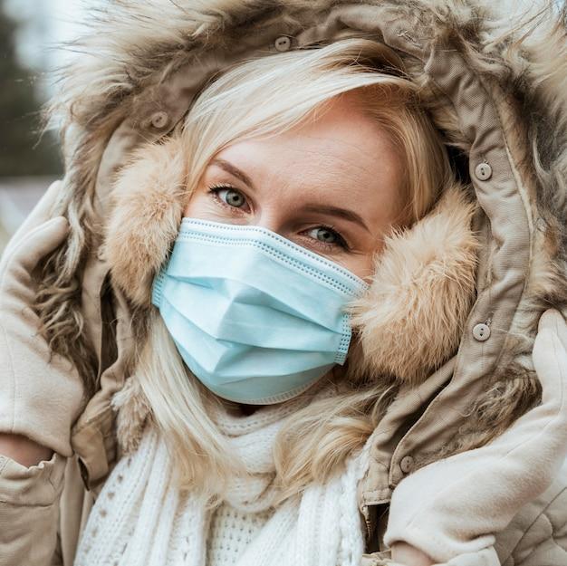Senhora no inverno