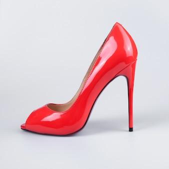 Senhoras sapatos de couro vermelho