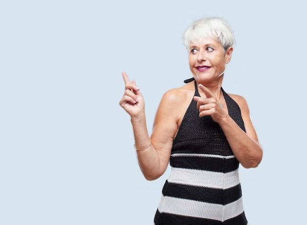 Senior legal mulher expressando um conceito