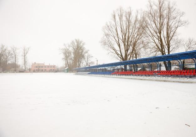 Sente-se nas arquibancadas no inverno