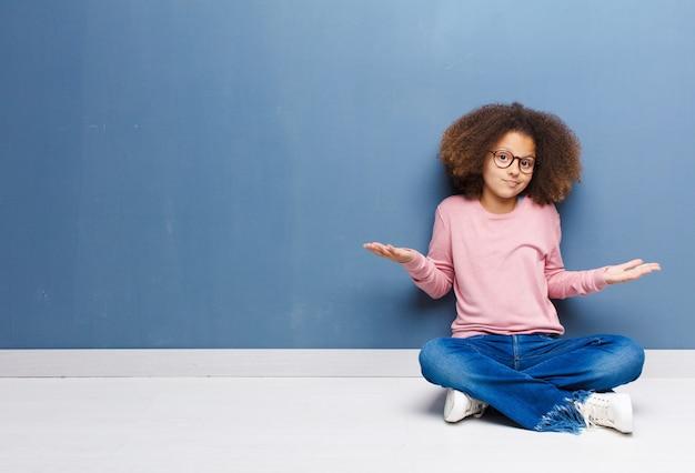 Sentindo-se confuso e confuso, inseguro sobre a resposta ou decisão correta, tentando fazer uma escolha