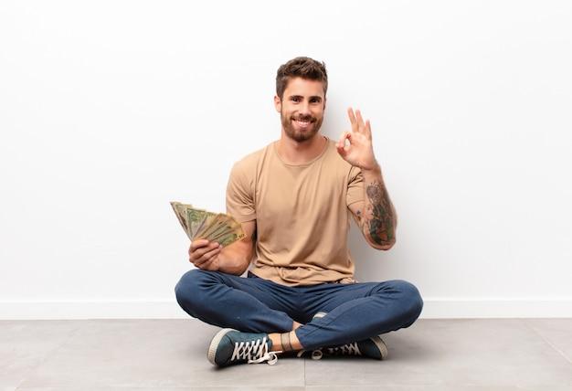 Sentindo-se feliz, relaxado e satisfeito, mostrando aprovação com um gesto bem, sorrindo