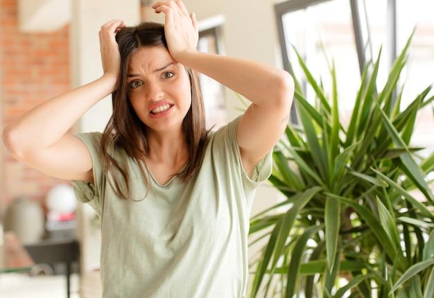 Sentindo-se frustrado e irritado, enjoado e cansado do fracasso, farto de tarefas enfadonhas e maçantes