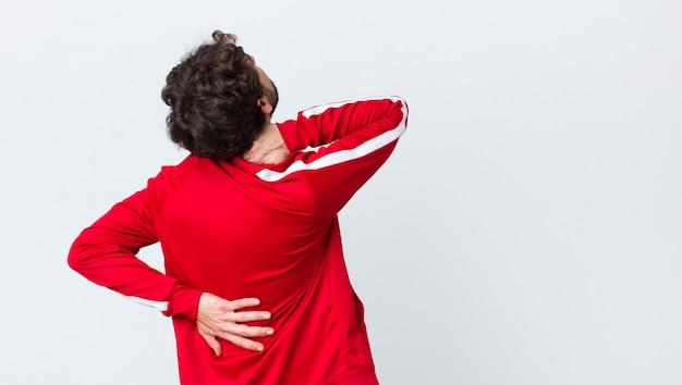 Sentir-se ansioso, doente, doente e infeliz, sofrendo de dor de estômago ou gripe