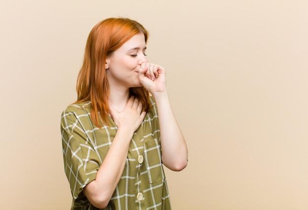 Sentir-se mal, com dor de garganta e sintomas de gripe, tosse com boca em cone