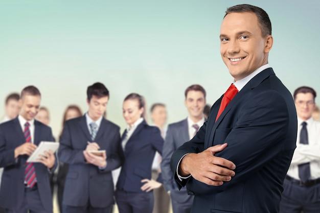 Série de empresários: homem com sua equipe.