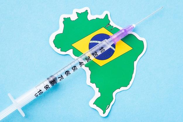 Seringa no mapa do brasil. vacinação no país sul-americano