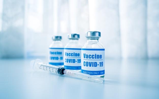 Seringas com nova vacina para doenças infecciosas da gripe do coronavírus covid19 injeção após clínica
