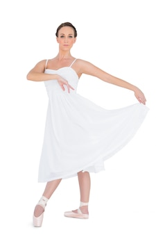 Sério jovem bailarín posando