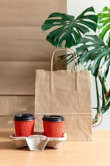 Serviço de entrega café saco de embalagem copo vermelho café para ir embora