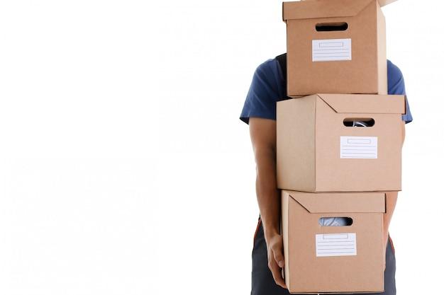 Serviço de entrega de correio especializado leva caixas