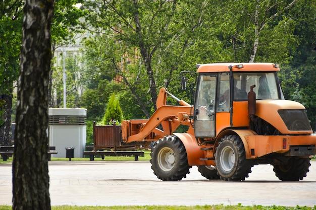 Serviço de transporte da cidade está envolvida em ruas da cidade de esverdeamento para a ecologia