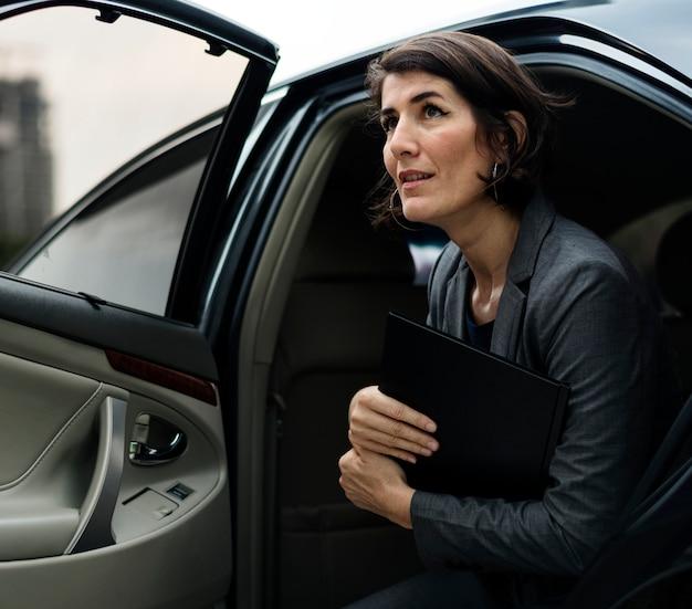 Serviço de transporte de táxi corporativo de empresária
