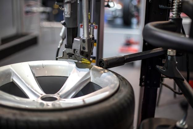 Serviço moderno de pneus