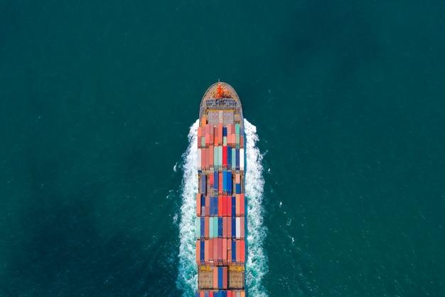 Serviços de empresas de contêineres de carga importam e exportam internacionalmente