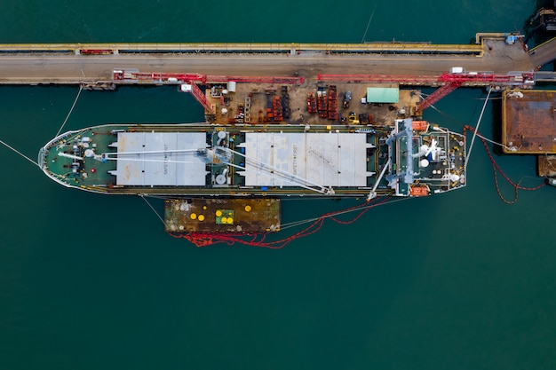 Serviços de negócios de transporte de petróleo e gás importam e importam internacionalmente no porto marítimo