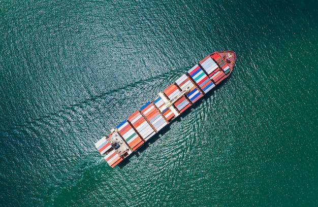 Serviços prestados às empresas transporte de contentores de carga importação e exportação transporte internacional oceano susto Foto Premium