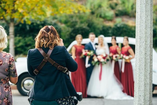 Sessão de fotos de casamento com damas de honra