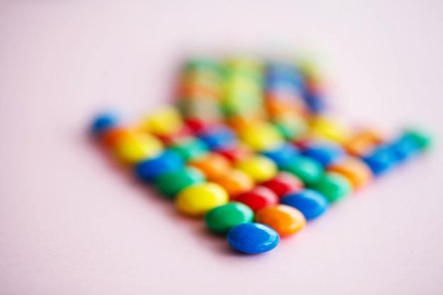 Seta de ponteiro feita de chocolates