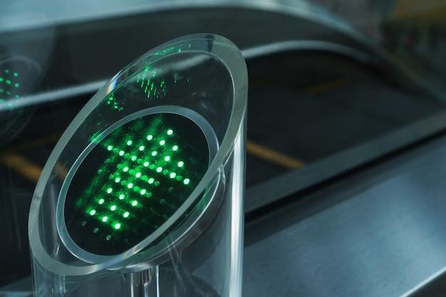 Seta verde dos indicadores led indicando a direção