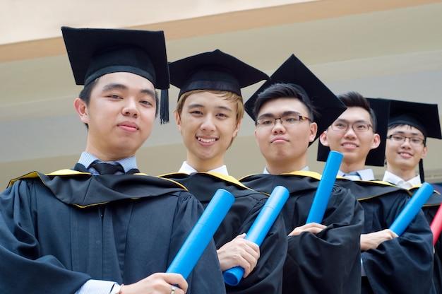 Setapak, kuala lumpur, malásia. 07 de novembro de 2015: graduados da universiti tunku abdul rahman (utar)