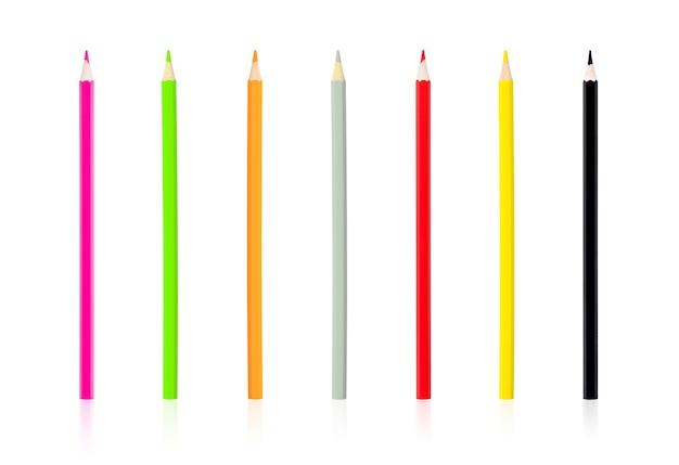 Sete pedaços de lápis de cor isolam