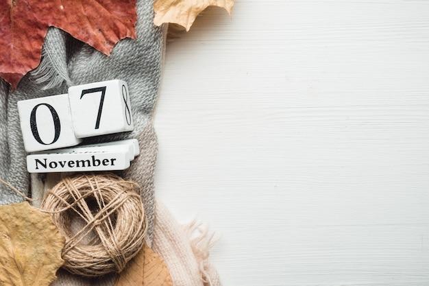 Sétimo dia do mês de outono, calendário de novembro, com espaço de cópia.