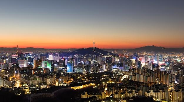 Seul, coreia do sul city skyline com torre seoul.
