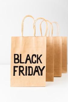 Sexta-feira negra sacolas de compras