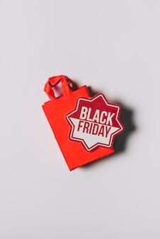 Sexta-feira sexta-feira, composição de saco vermelho com adesivo Foto gratuita
