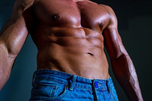 Sexy gay com abdômen fitness músculo abdominal homem tanquinho