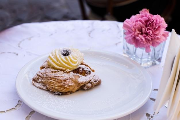 Sfogliatelle pastelaria típica napolitana
