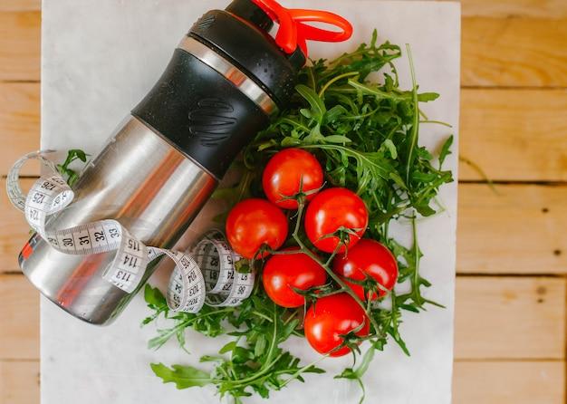 Shaker com legumes e fita