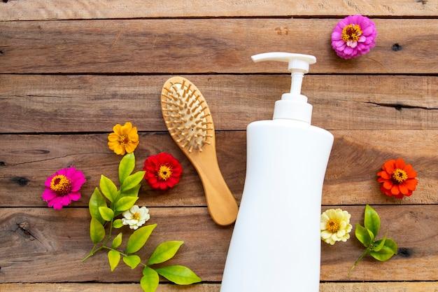 Shampoo de ervas com pente para cabelos