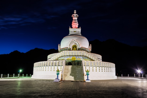 Shanti stupa, leh, na índia.