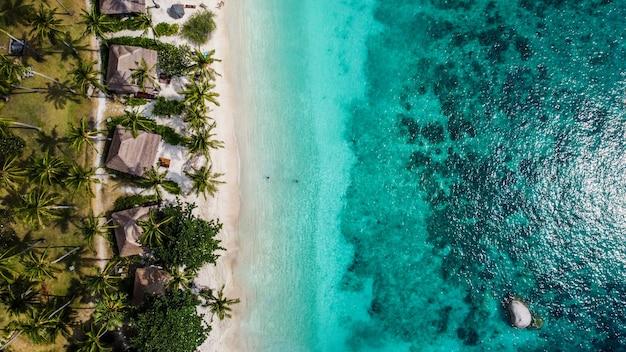 Shark bay, uma bela praia em koh tao, tailândia