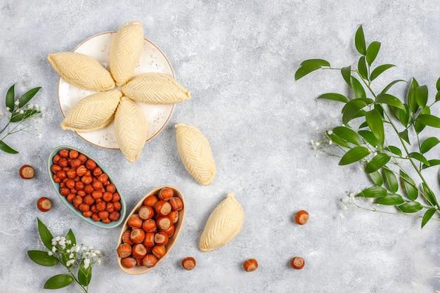 Shekerburas de doces de novruz de feriado tradicional do azerbaijão.