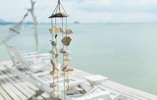 Shell móvel em resort sobre o oceano na tailândia