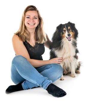 Shetland sheepdog e mulher