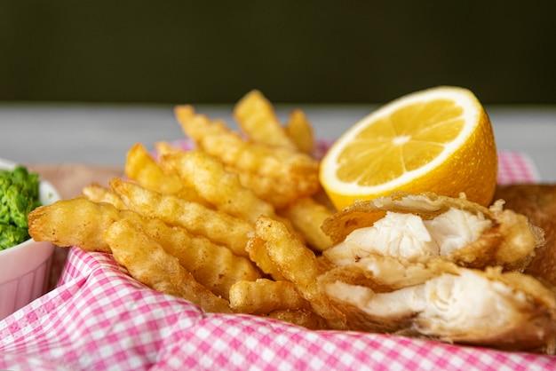 Shif e chips de comida inglesa tradicional