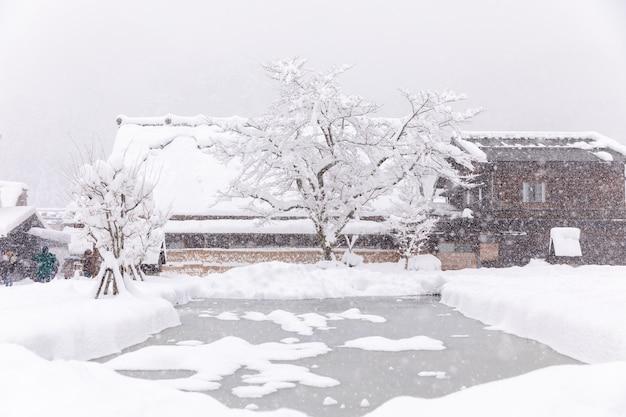 Shirakawa vai aldeia na estação de neve de inverno