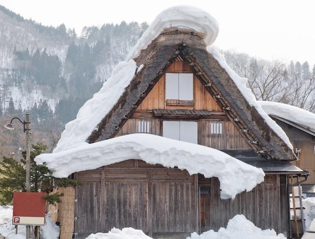 Shirakawago, japão aldeia histórica de inverno.