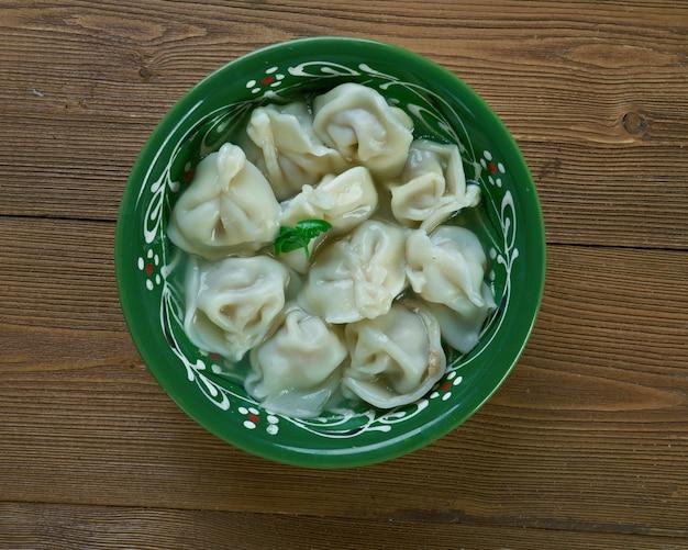 Shishbarak - prato de massa ou jiaozi feito no iraque, líbano, síria, jordânia e palestina, variação local do ravióli.