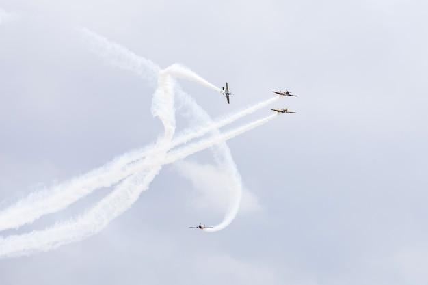 Show aéreo internacional do aeroporto da moldávia por ocasião do dia nacional da aviação civil.